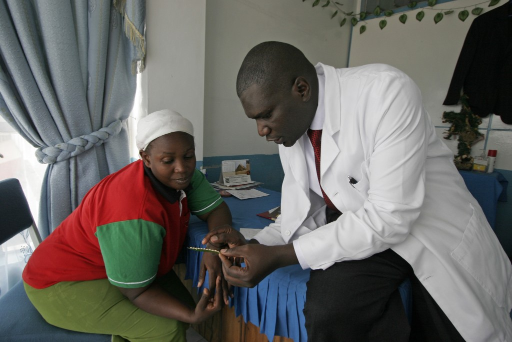 A doctor explains family planning pills to a patient in Kibera Slums, Nairobi, Kenya, January 2009.