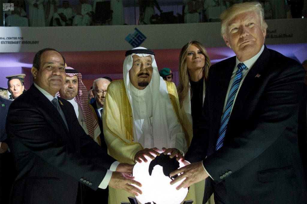 Egyptian President Abdel Fattah al-Sisi, Saudi King Salman, U.S. first lady Melania Trump, and President Donald Trump visit the Global Center for Combating Extremist Ideology in Riyadh, Saudi Arabia, May 21, 2017.