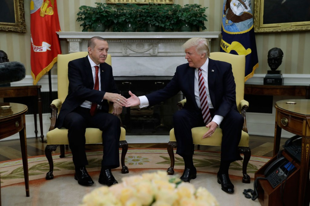President Donald Trump shakes hands with Turkish President Recep Tayyip Erdoğan during their meeting in the Oval Office of the White House in Washington, May 16, 2017.