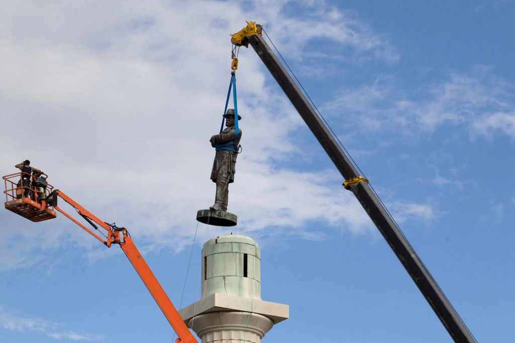 A statue of Confederate General Robert E. Lee is removed from Lee Circle Friday, May 2017.