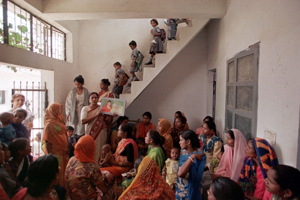 A teacher working under the guidance of USAID conducts a family planning meeting for women in the Sangam Vihar area of New Delhi, August 1999.