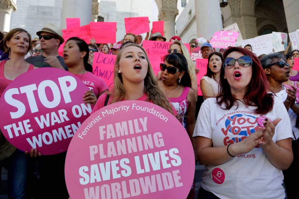 Planned Parenthood supporters rally for women's access to reproductive health care, September 2015.