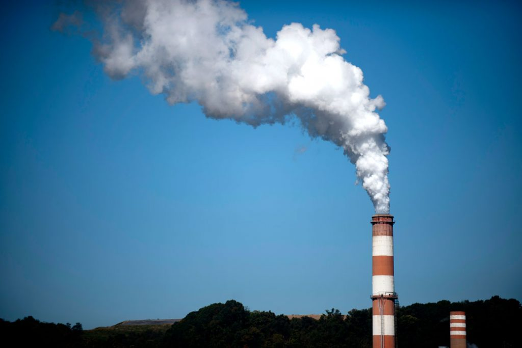 Smoke billows from a coal-fired power plant in New Eagle, Pennsylvania, on September 24, 2013.