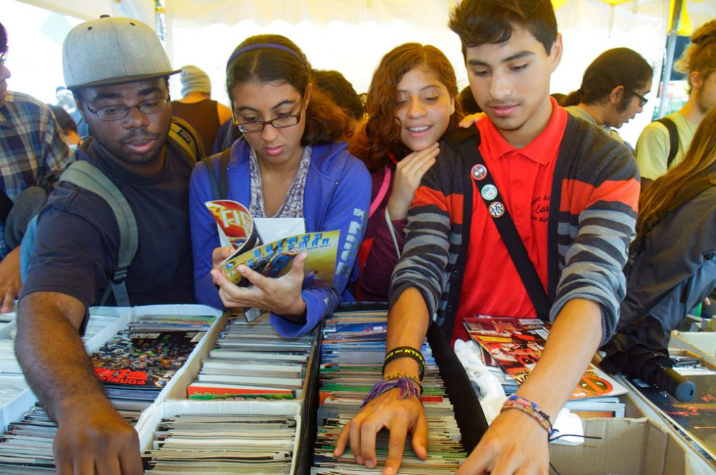 Students browsing books at at Miami Dade College, October 2015.