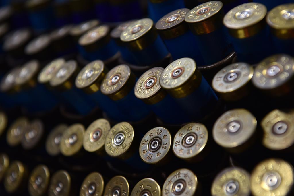 Cartuchos de escopeta en una bolsa de carga rápida se muestran en el Gran Espectáculo Británico de Tiro en NEC Arena el 15 de febrero de 2019 en Birmingham, Inglaterra