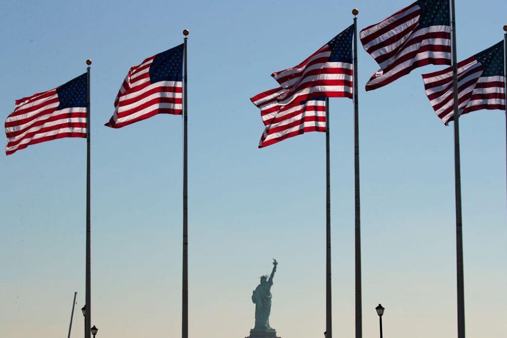 La Estatua de la Libertad se ve durante una ceremonia de naturalización en Jersey City, Nueva Jersey, septiembre 2017.