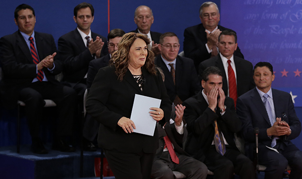 Moderator Candy Crowley passes members of the audience as she arrives at the second presidential debate at Hofstra University, Tuesday, October 16, 2012, in Hempstead, New York.