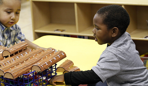 Niños estudiando en 'French's Child Learning and Development Center' en Amory, Mississippi, Lunes, 13 de febrero, 2012.