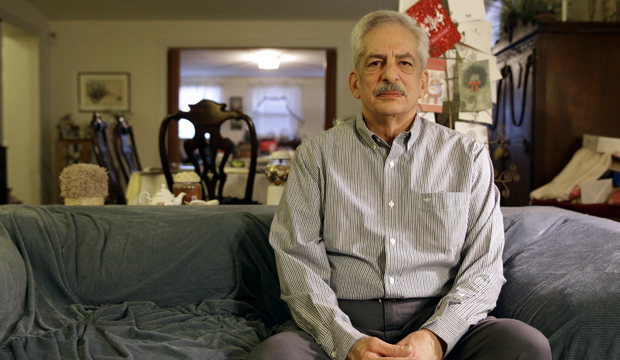 Stan Osnowitz, 67, is one of the 1 million long-term unemployed Americans who lost their unemployment insurance benefits in December.