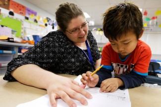 Examinado la calidad a través de la educación preescolar y el tercer grado