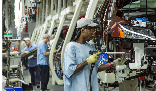 Workers assemble Volkswagen sedans in Chattanooga, Tennessee, on June 12, 2013.